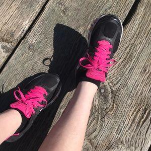 • Hot Pink & Black Air Max Nike's
